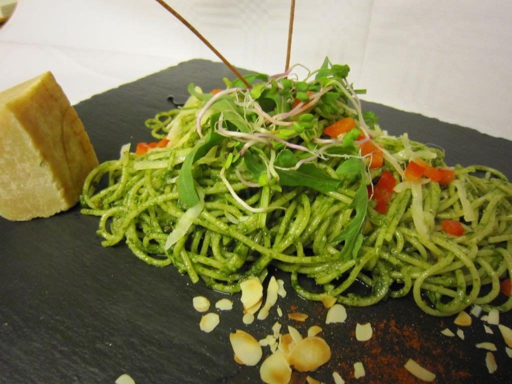 Spaghetti mit Pesto