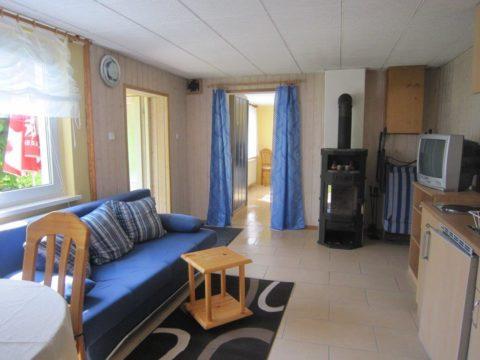 Wohnzimmer des Gartenhauses der Apartmentvermietung