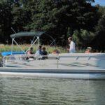 """Erholung auf dem neuen Pontonboot des Gasthauses """"Am Rheinsberger See"""""""