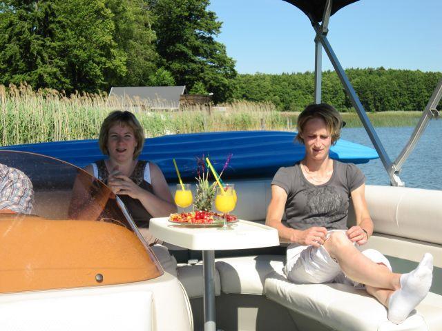 Ausspannen auf dem neuen Boot des Gasthauses