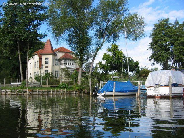 """Blick auf das Gasthaus """"Am Rheinsberger See"""""""