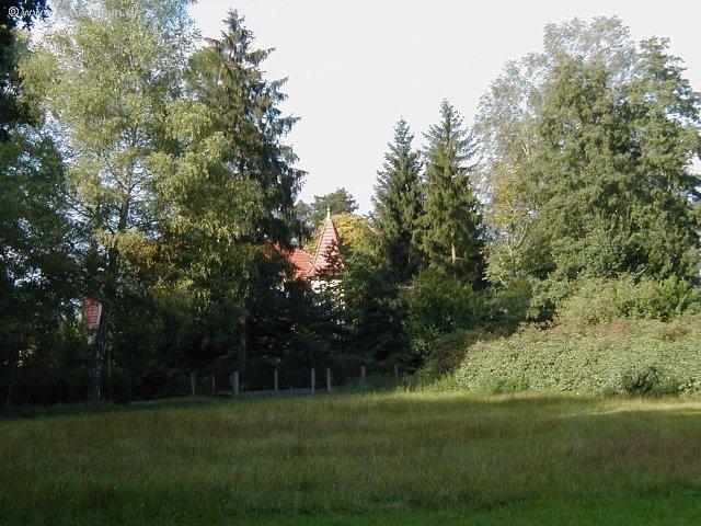 Das Gasthaus lugt aus dem Wald ...