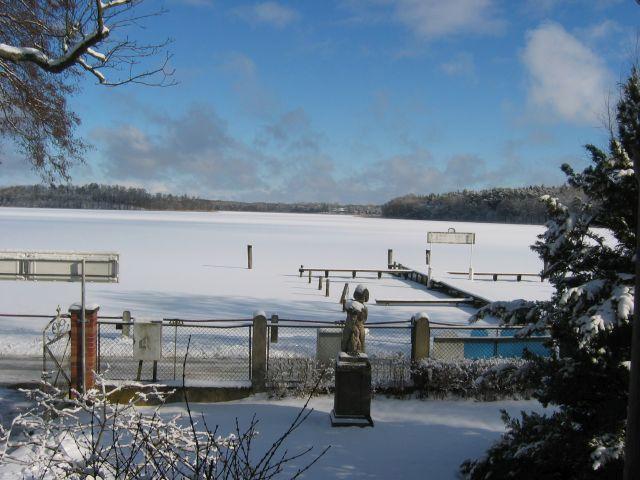 Blick auf den Rheinsberger See im Winter