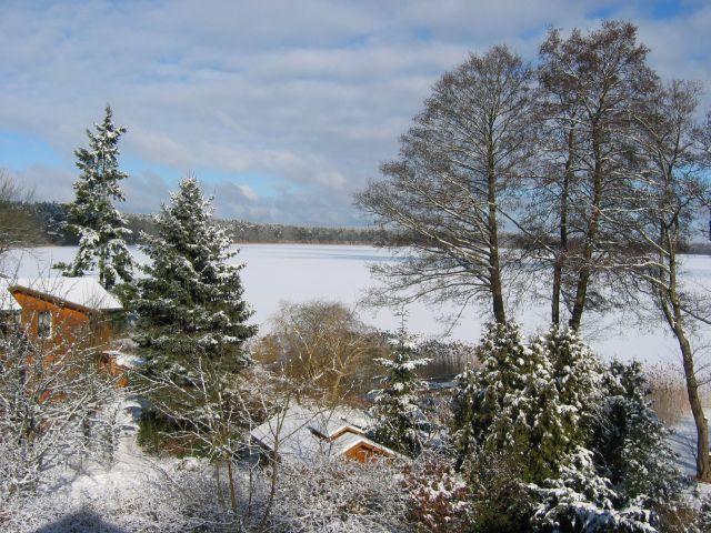 Warenthin im Winter, Blick auf den zugefrorenen Rheinsberger See