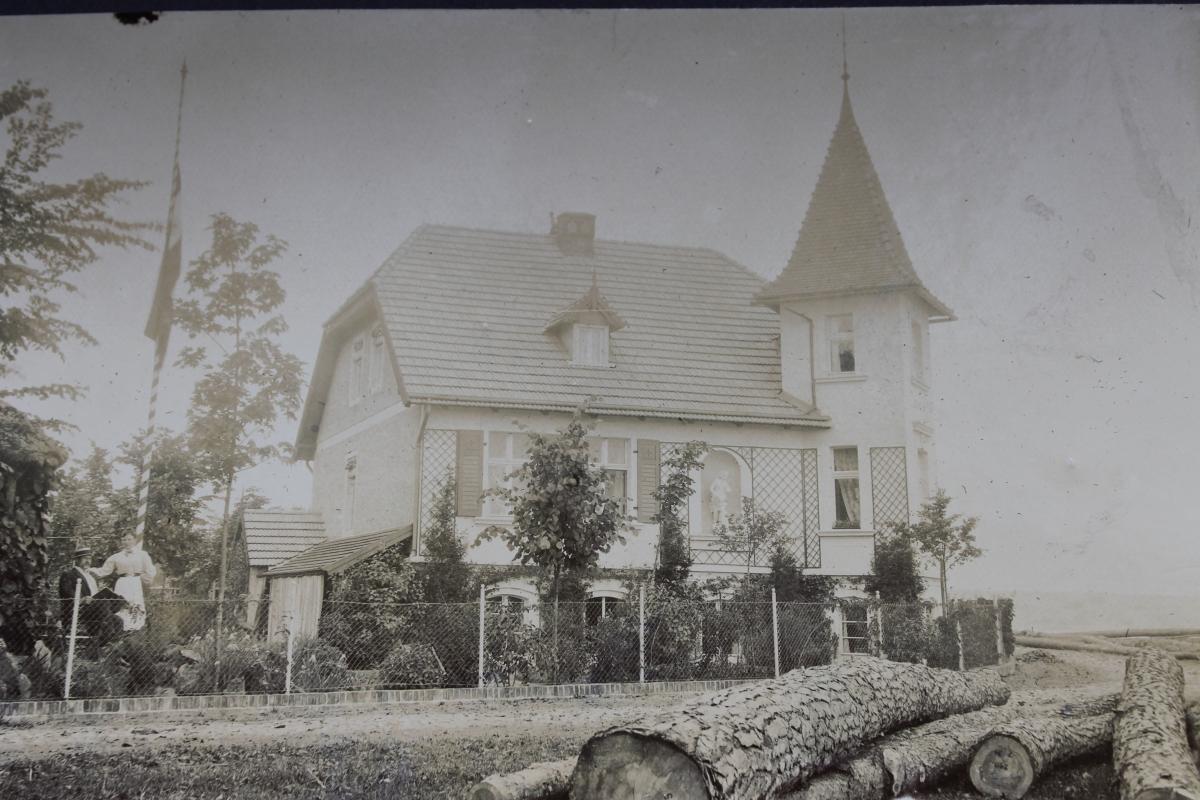 Das Gasthaus in seinem ursprünglichen Bauzustand um 1895.
