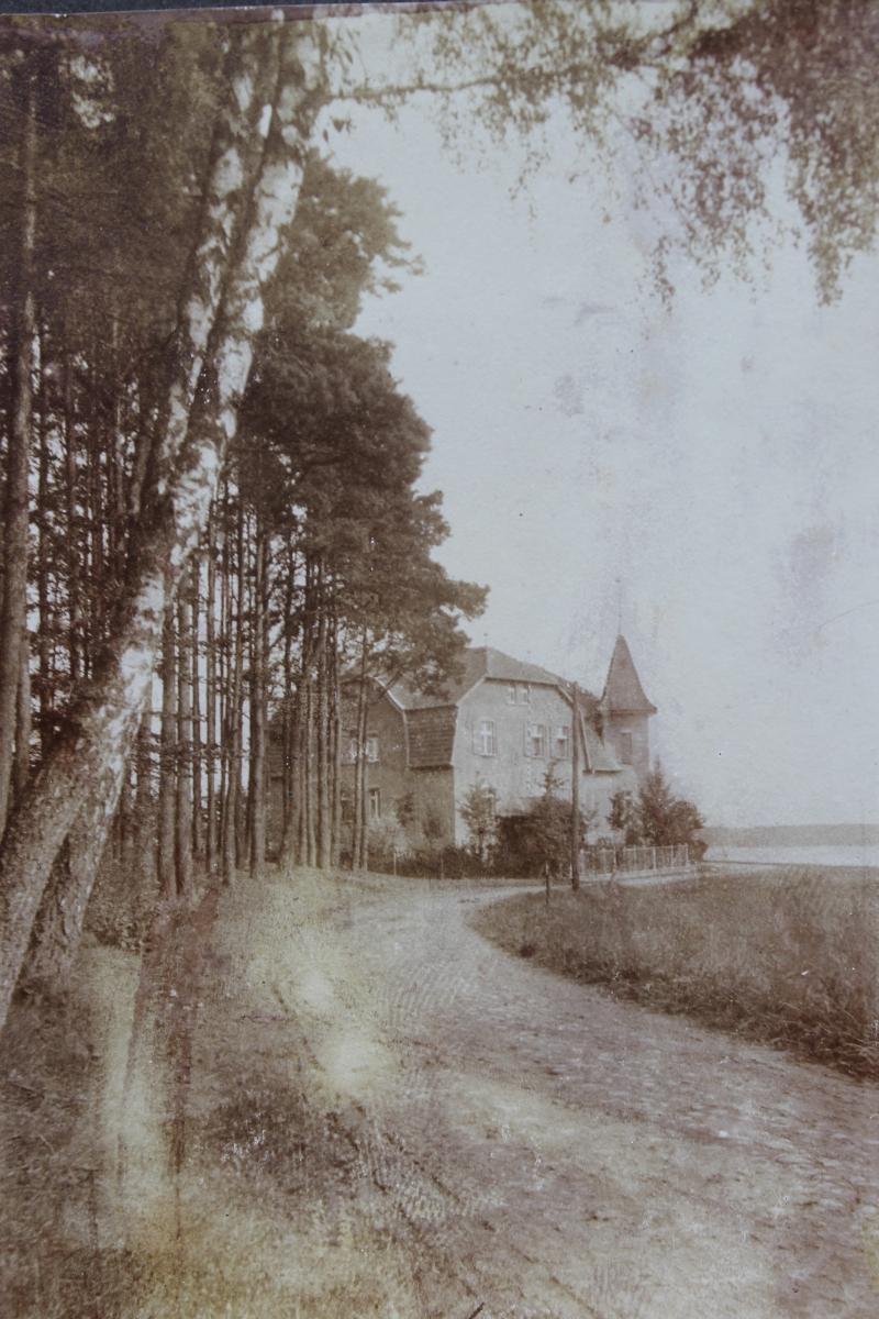 Blick auf das Gasthaus um 1930