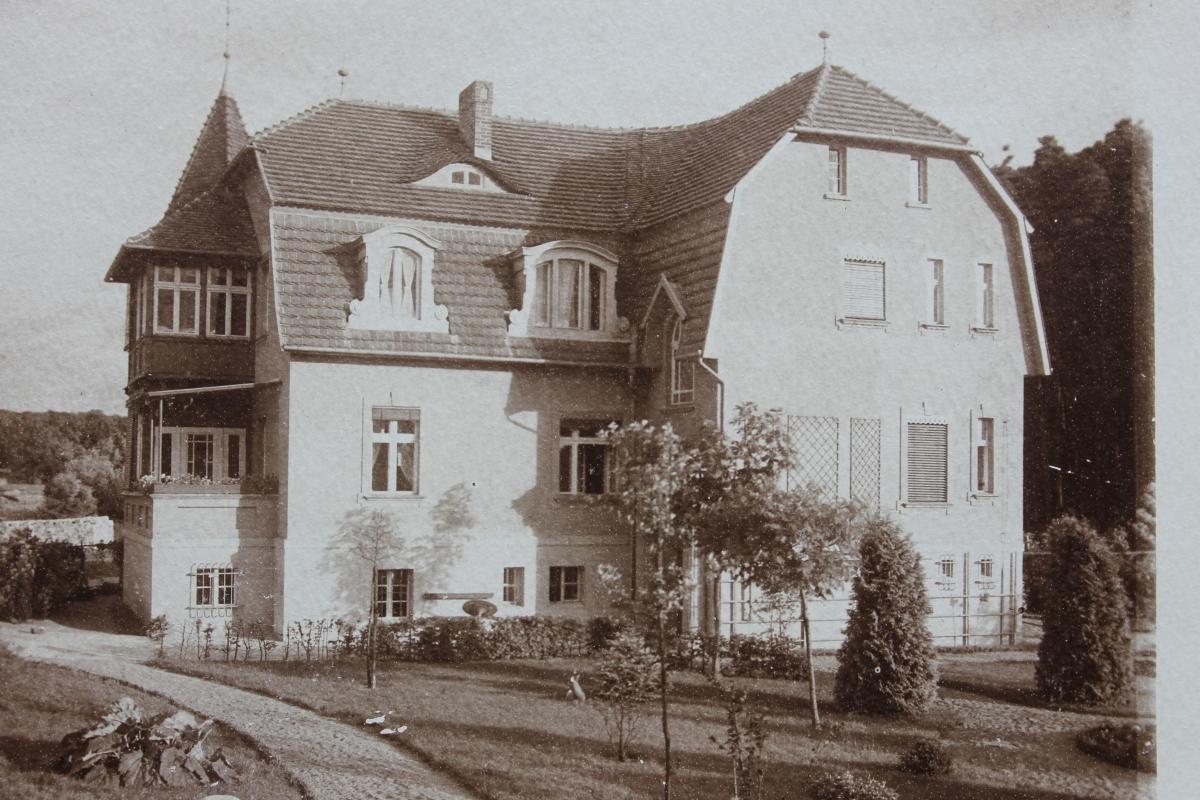 Das Gasthaus in seinem neuen Bauzustand kurz nach dem Umbau um 1920.